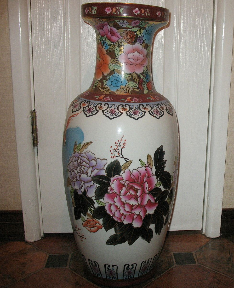 Antiqueoyster satsuma ko kutani japanese large floor vase this is a vintage large floor satsuma ko kutani japanese vase the vase is over 2 feet high and has been beautifully hand painted with a scenic design reviewsmspy