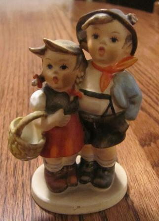 GOEBEL HUMMEL TMK 94 3/0 Porcelain Figurine Surprise V Bee W. Germany