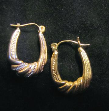 10K Gold Textured Hoop Earrings - Vintage